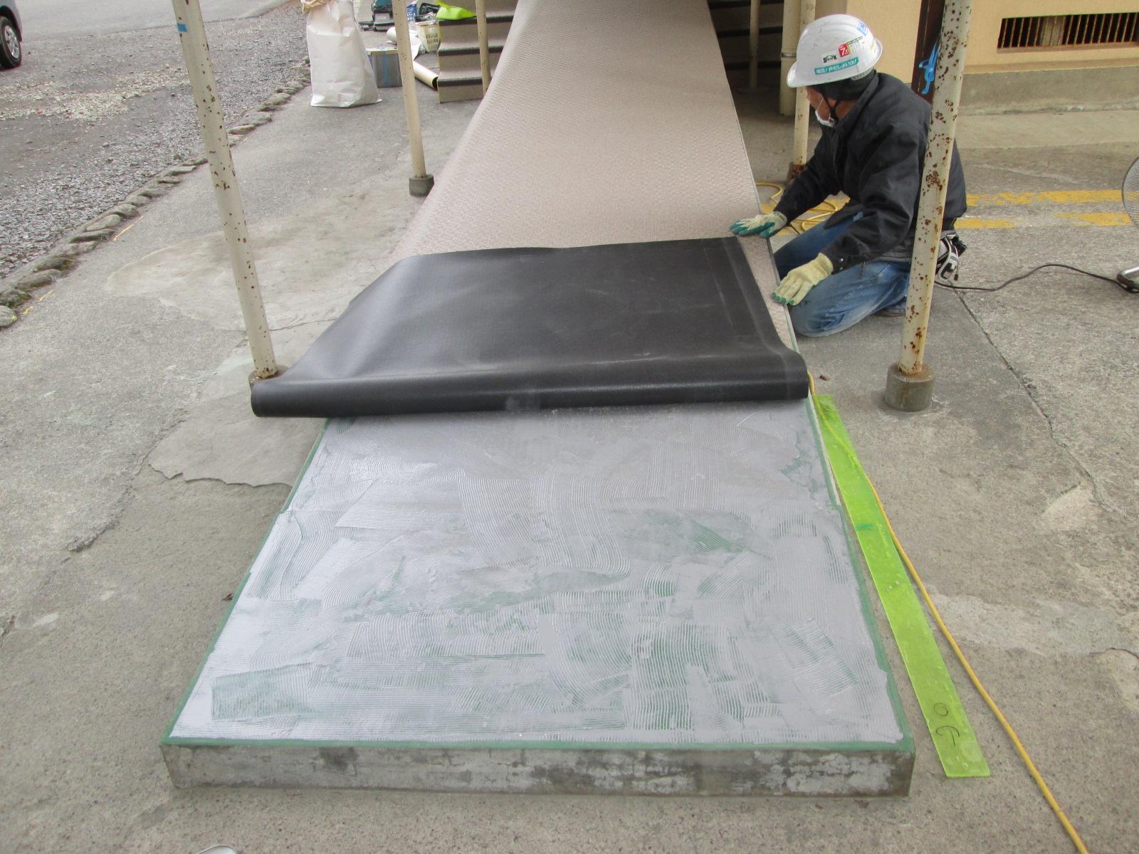 床防滑シート工事(渡り廊下)のイメージ画像
